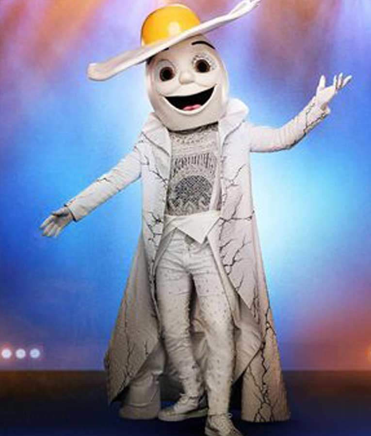 White Trench The Masked Singer S02 Egg Coat